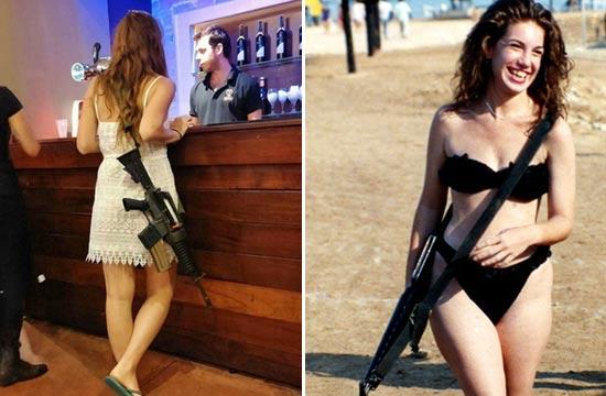 以色列女生泳装搭配卡宾枪