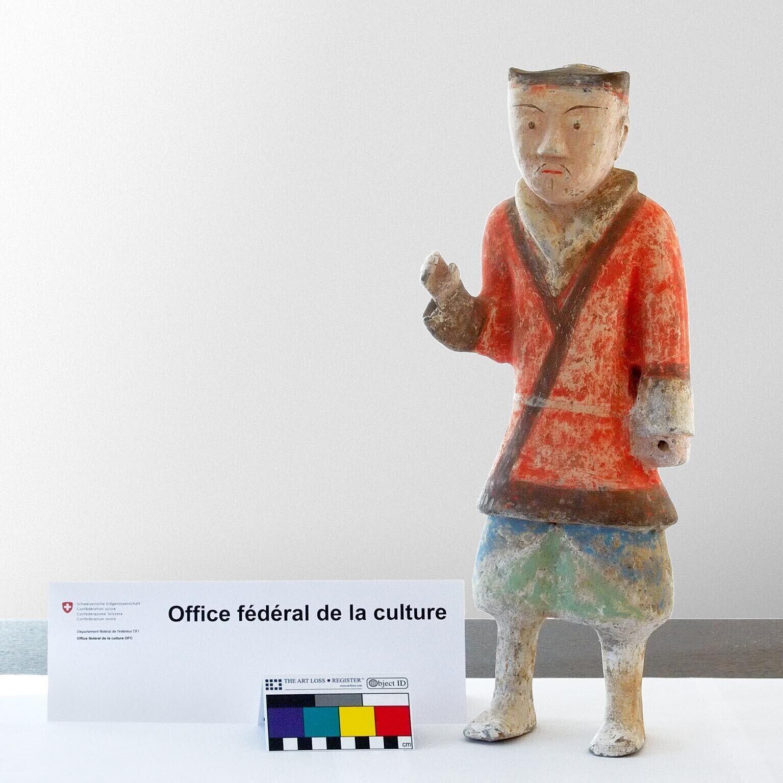 瑞士海关返还所获中国文物 千年陶俑终归故里