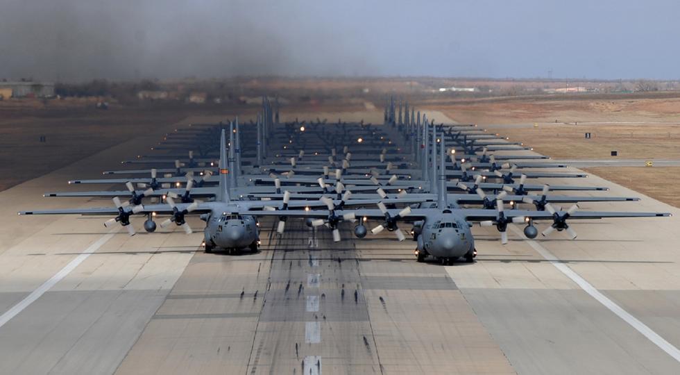 美军24架C130集结震撼眼球