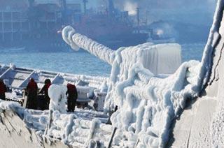 韩军舰访俄主炮被冻成冰棍