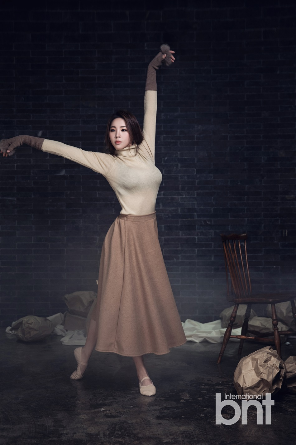韩星申秀智黑丝魅惑写真 舞蹈精灵尽显傲人曲线