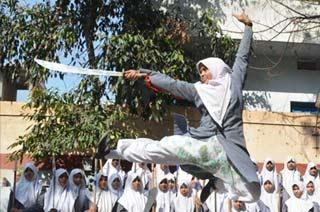印度女学生练中国武术防身