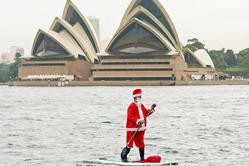高能圣诞老人悉尼港水上漂