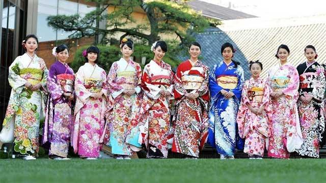 日本女星参加和服摄影会 武井咲刚力彩芽斗艳