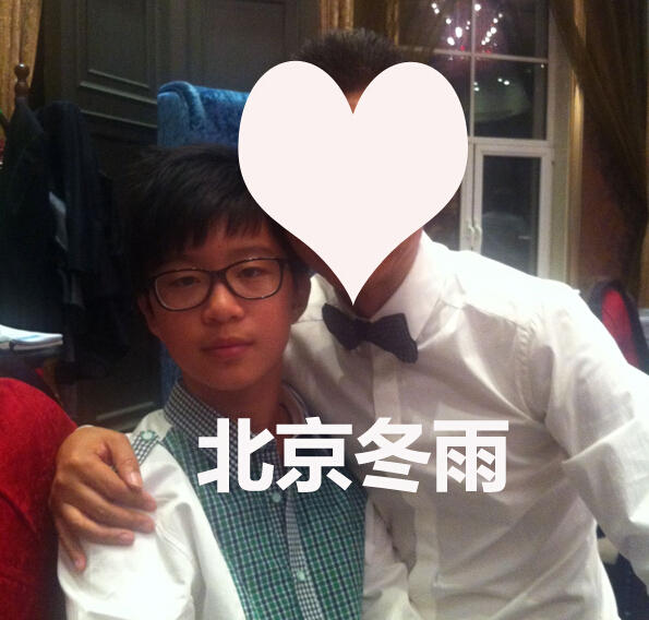 范冰冰小19岁弟弟近照曝光 戴黑框眼镜模样清秀