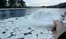 苏格兰河流惊现饼状冰