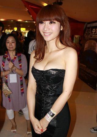 刘亦菲床不戴罩图片