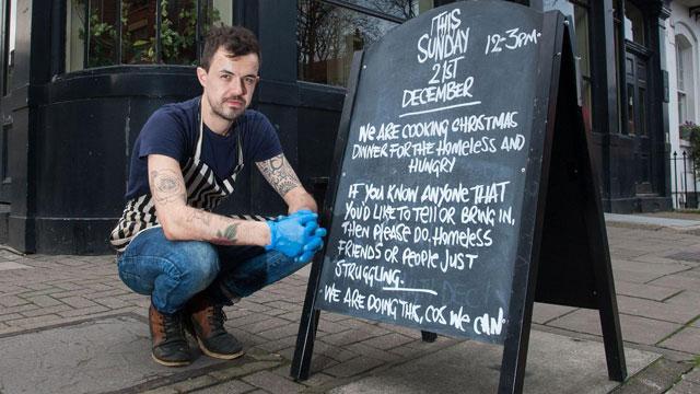 英酒吧小伙为无家可归者提供免费圣诞晚餐
