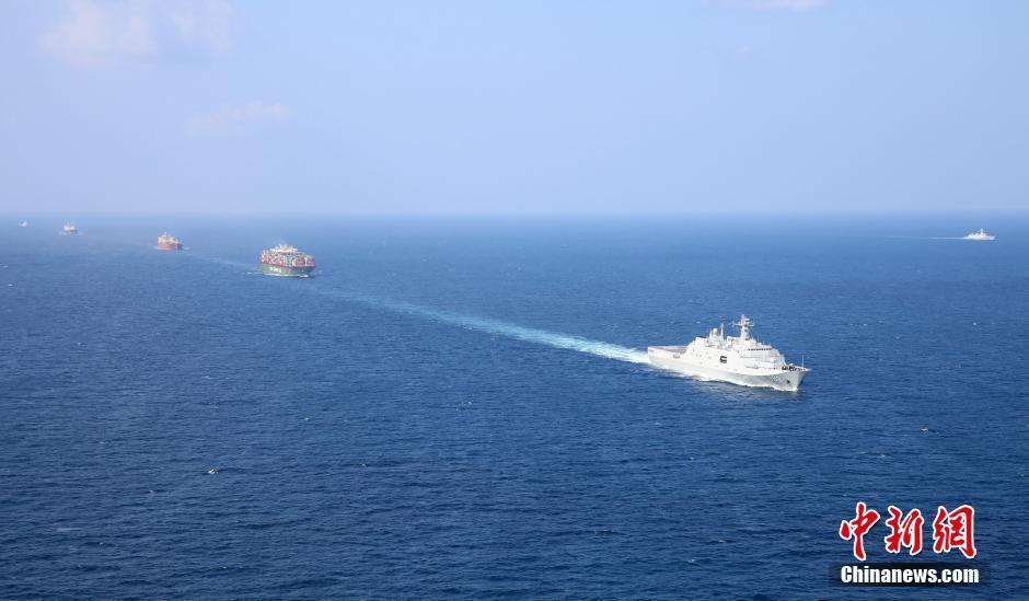 我军两支编队共同护航商船
