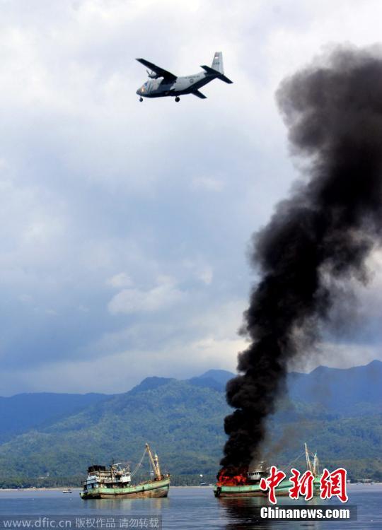 印尼海军炸毁两艘外籍渔船