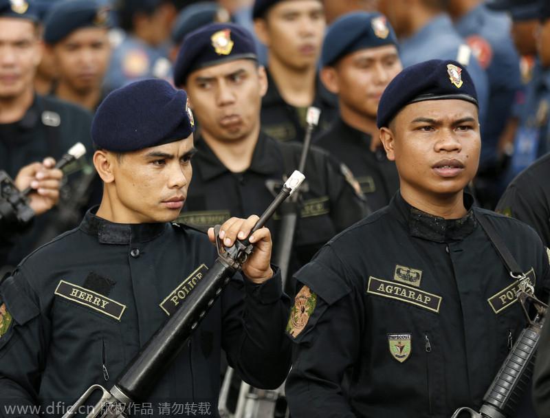菲律宾警察举行封枪表情圣诞新年放走火仪式包不睡头蘑菇着饿图片