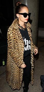 年终派对季:豹纹大衣穿出野性女王范儿