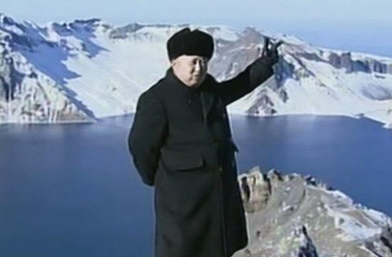 金正恩登顶长白山天池拍照