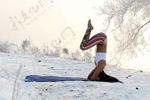 女孩-30℃挑战冰雪瑜伽