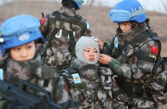 中国维和女兵武装到牙齿