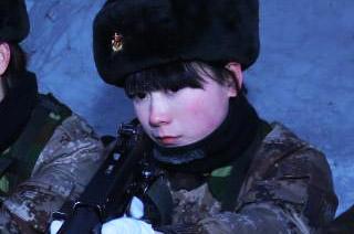 女兵冬训小鼻子冻得通红