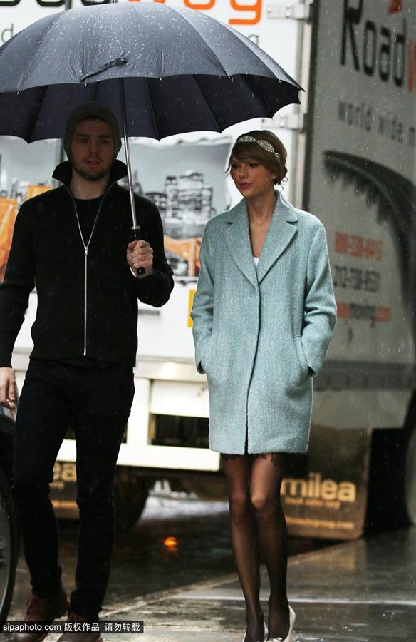 泰勒·斯威夫特12月24日纽约街拍