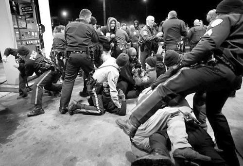 美再现黑人男子被警察射杀案 又燃起民众怒火