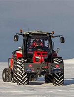 荷兰女子开拖拉机玩南极