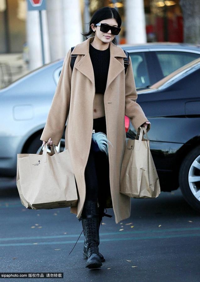 凯莉·詹娜12月28日洛杉矶街拍