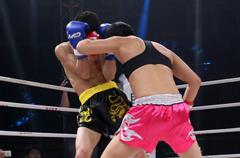 中国女拳王30秒KO日本男选手 后者痛苦不堪