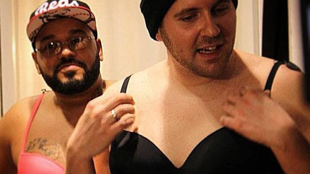 德国男子丰胸体验女性生活