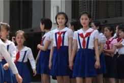 西方记者看不到的朝鲜:朝鲜校园女生