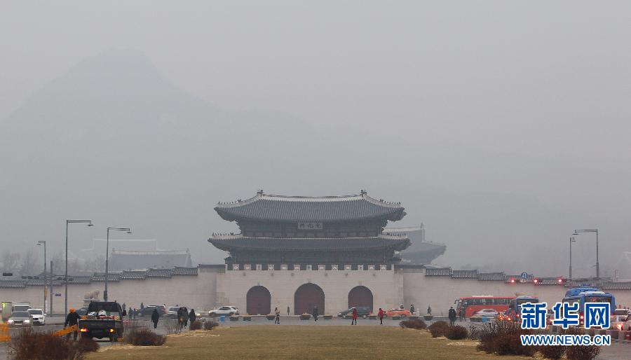 韩国首尔发布今冬首个雾霾预警