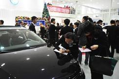 深圳出台限车政策 市民4S店抢购汽车