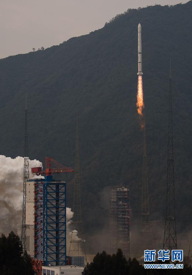 2014年12月31日,搭载风云二号08星的运载火箭在西昌卫星发射中心图片