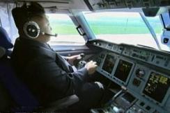 朝鲜电视台纪录片秀金正恩亲自驾驶飞机