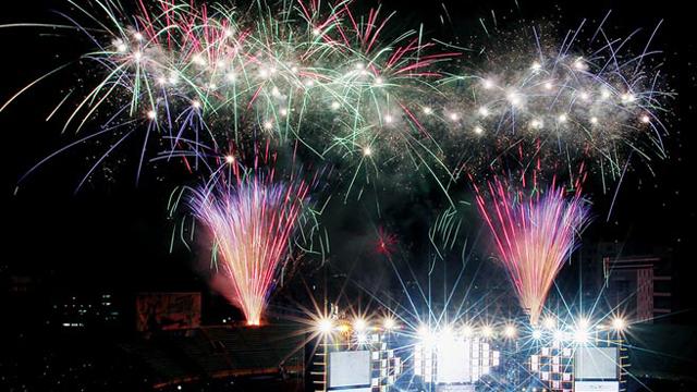 全岛喜迎2015年 跨年烟火照亮台湾夜空