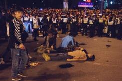 直击上海外滩踩踏惨剧:人叠人摞一起