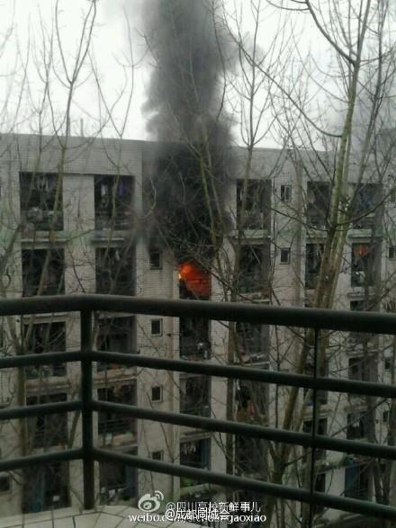 成都大学一女生宿舍着火伤亡不明