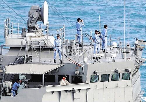 日本海上自卫队派驱逐舰协助搜索亚航失联客机