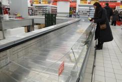 俄禁止欧盟进口食品 商场货架供应短缺