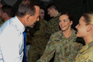 澳总理到访伊拉克慰问女兵