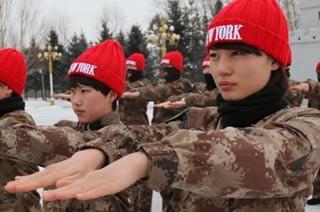 黑河女兵头戴小红帽训练