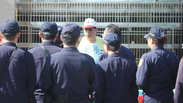 """陈水扁保外就医""""出狱"""" 反扁民众狱前抗议"""