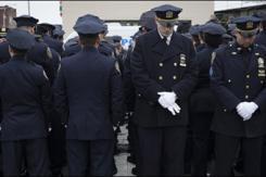 """纽约市长遭数百警员""""转身""""抗议"""