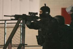 法国枪击案疑犯依然在逃且携大量武器