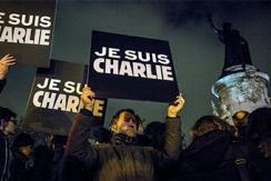 巴黎10万民众悼念巴黎枪击案遇难者