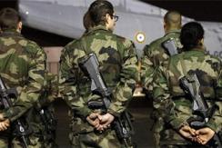 法国加强巴黎安保 机场部署大批士兵