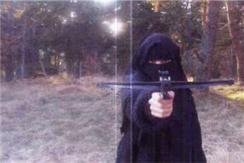 法国超市劫持案在逃女嫌犯照片曝光