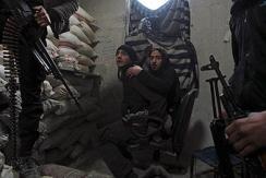 21岁叙自由军士兵失去双腿仍作战