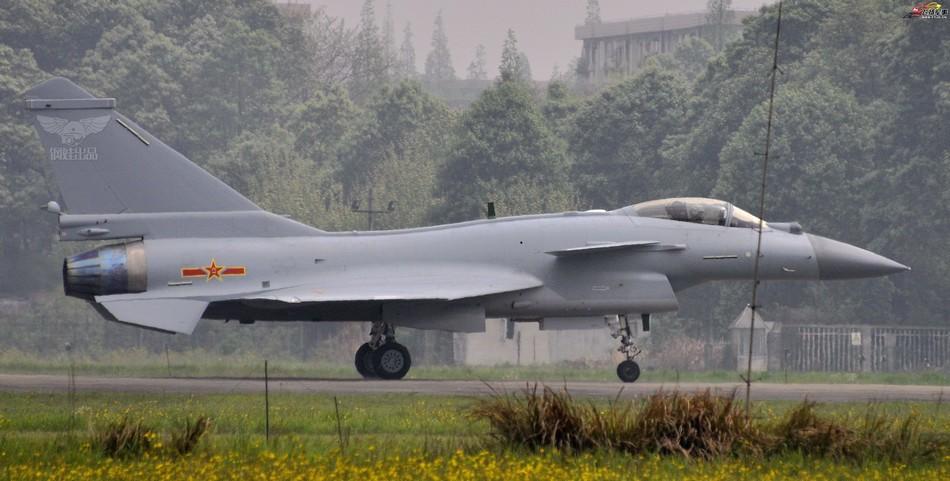 俄媒称我国新歼10B量产执役 已配国产发动机测验