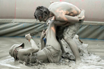 实拍韩国海边激情泥浆派对 网友:超想玩!