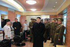 金正恩视察朝人民军航空与防空军指挥部