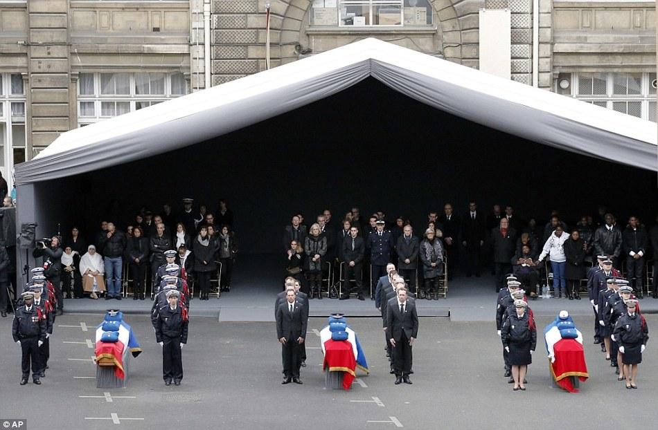 法国恐袭遇难警察公祭现场