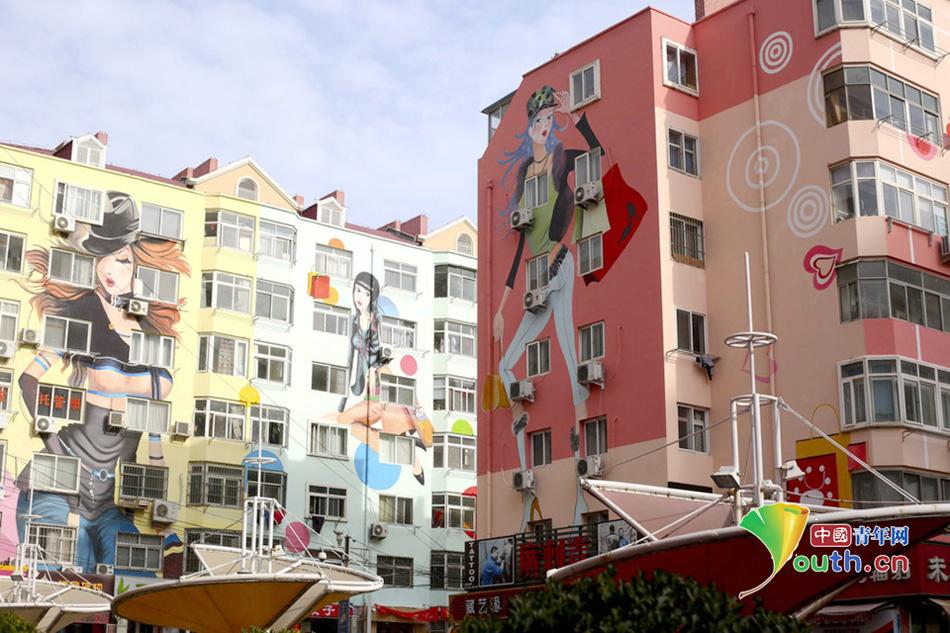 山东青岛现巨幅墙绘 性感美女大楼群 国内新闻
